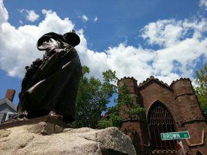 salem-witch-museum-roger-conant--statue